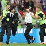 ロシアW杯決勝の乱入した警察官4人は誰で目的は?動画あり!